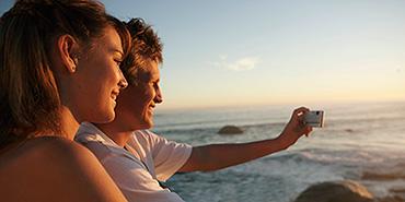 vacation selfies couple beach
