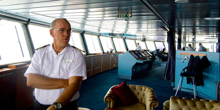 cruise ship captain jose azamara quest