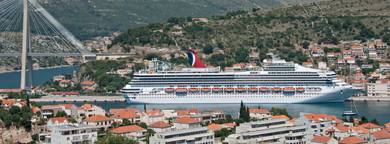 Which Carnival ship briefly held the title of World's Largest Passenger Ship when it launched in 1996?
