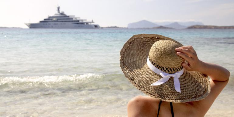 costa cruises solo beach hat woman