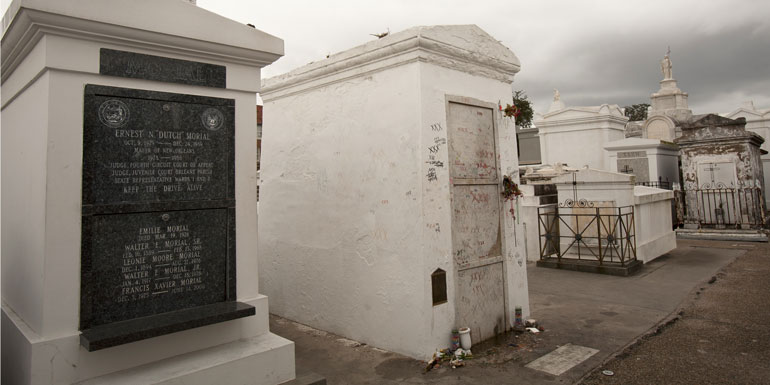voodoo queen tomb marie laveau