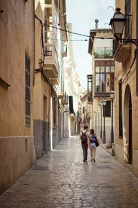 Couple walking in Palma de Mallorca