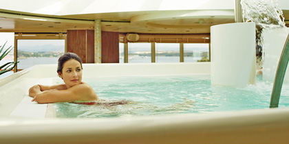 luxury cruise line service perks