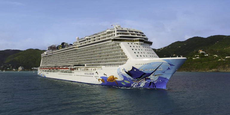 norwegian cruise raises gratuity tipping charge